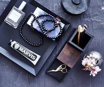 pyntefad, dansk design, dekoration, inspiration, sort fad, gummi, sejdesign