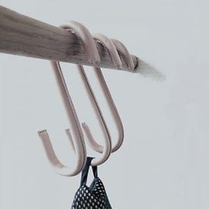 s-kroge-til-ophaeng-natur-laeder-knage-dansk-design-boligtilbehor-interior-nordic-function