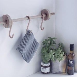 ophaeng-kokken-knageraekke-i-natur-dansk-design-boligindretning-nordic-function