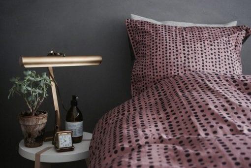 sengelinned i 140 x 200 - sengetoej - oekologisk bomuld - dansk design - fading dots dessert sand - yai yai