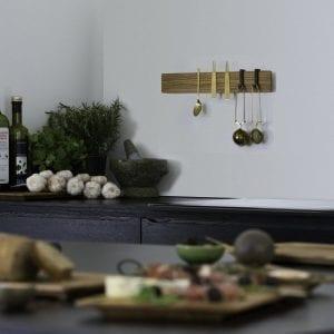 knivskinne i trae - olieret eg - knivskinne i olieret eg - dansk design - boligindretning - opbevaring - traewerk - modernhouse