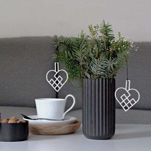 JHHS2-julehjerte-hvid-jul-pynt-design-interiør-bolig-ophæng-dekoration-minimalistisk-Felius-Design-3
