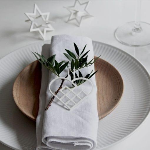 JHHS2-julehjerte-hvid-jul-pynt-design-interiør-bolig-ophæng-dekoration-minimalistisk-Felius-Design-5