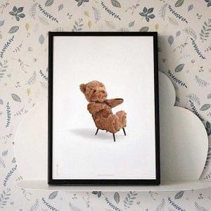 bamse-moebel-plakat-hvid-med-sort-ramme