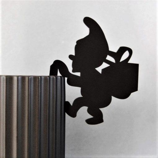 haengenisse-gave-sort-ryborg urban design-julepynt